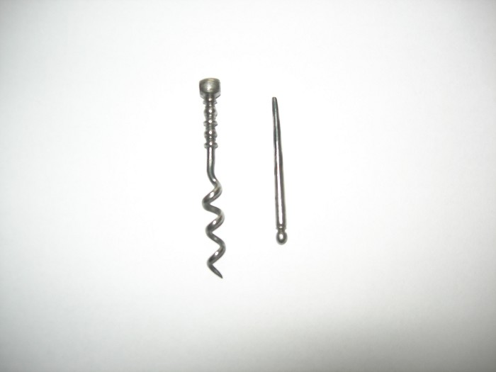 Peg and worm type corkscrew