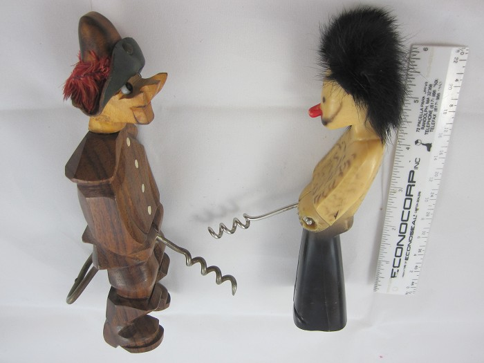 """French & Chinese men """"Pisseux"""" w/ hinged corkscrew"""