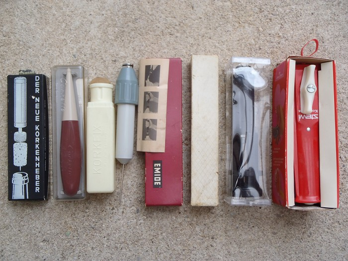 Collection of 7 pump / gas pressure corklifters p.i.box !