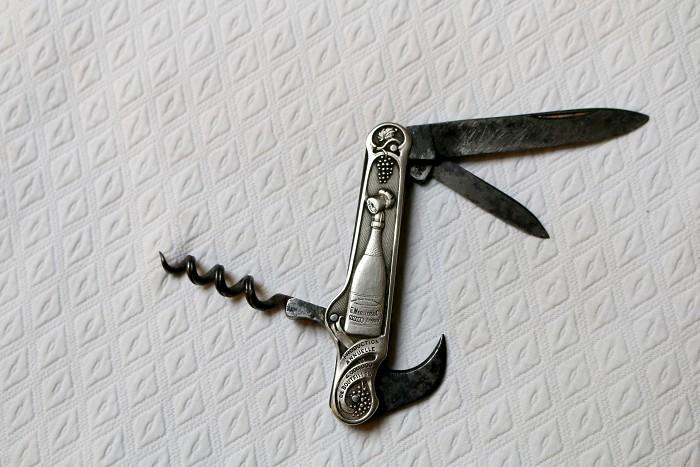 COUTEAU TIRE BOUCHON   champagne MERCIER corkscrew knife