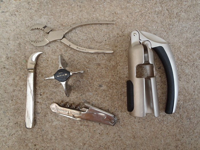 5 champagne / sparkling wine tools old - modern !