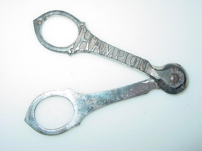 Antique Champion Champagne wire cutter. Bte. SGDC.