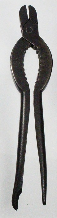English champagne wire cutter marked CTW 1902 CT WILLETTS