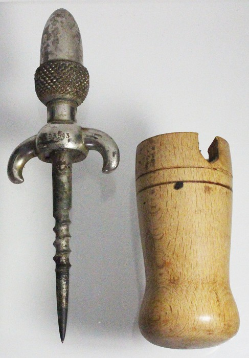 Spanish patented acorn-shaped champagne tap