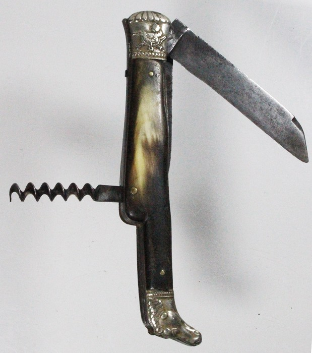 Austrian knife with typical lock back,cow scales, horse head