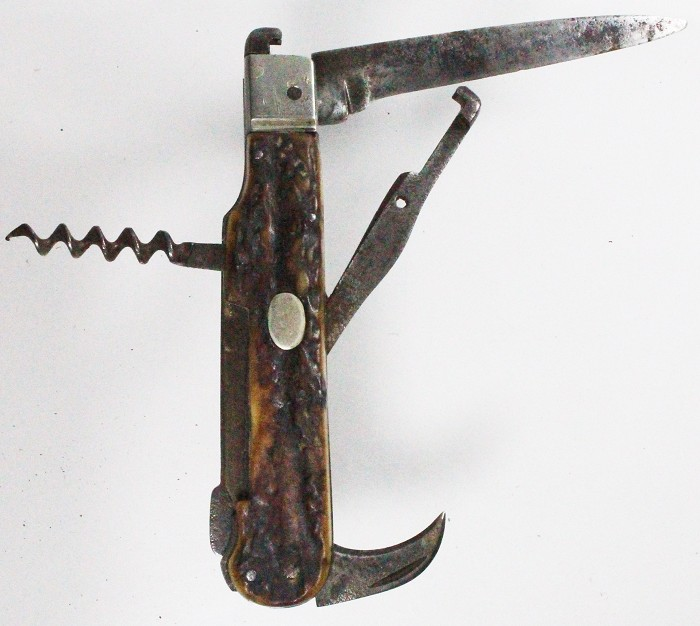 Rare knife with mechanical adjustable shell extractor, lock