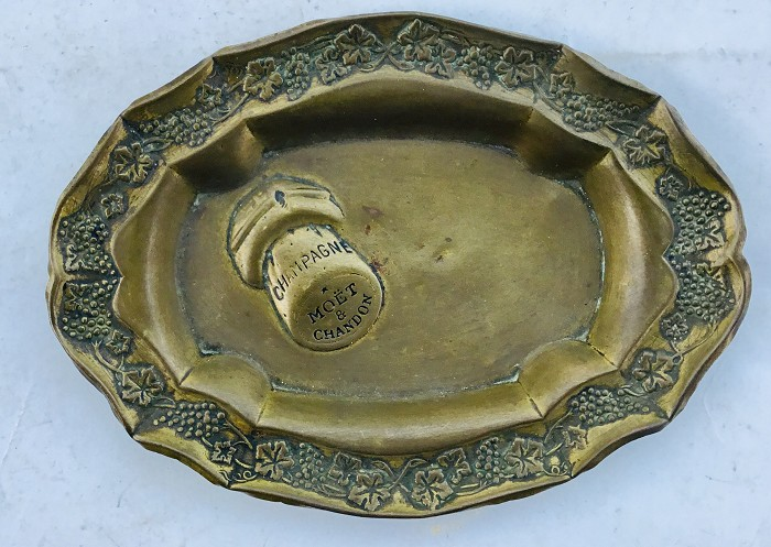 FRENCH CHAMPAGNE MOET & CHANDON ASHTRAY IN LIGHT BRASS SHEET