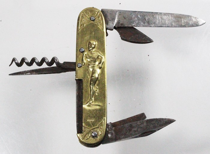 French knife, brass scales depicting sports, 6 tools DEPOSÉ