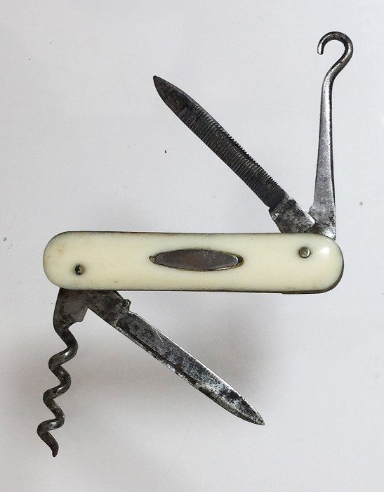 A nice, miniature knife (4,6 cm) with ivory or bone scales