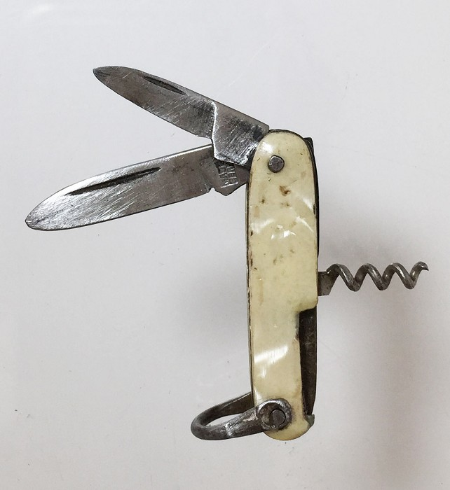 A souvenir miniature knife (3,7 cm) marked LISBAO