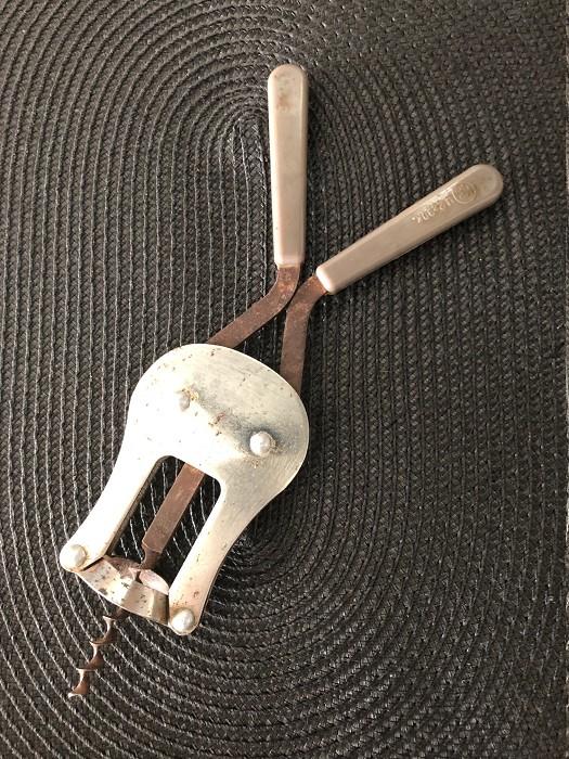 Two-levered Soviet corkscrew