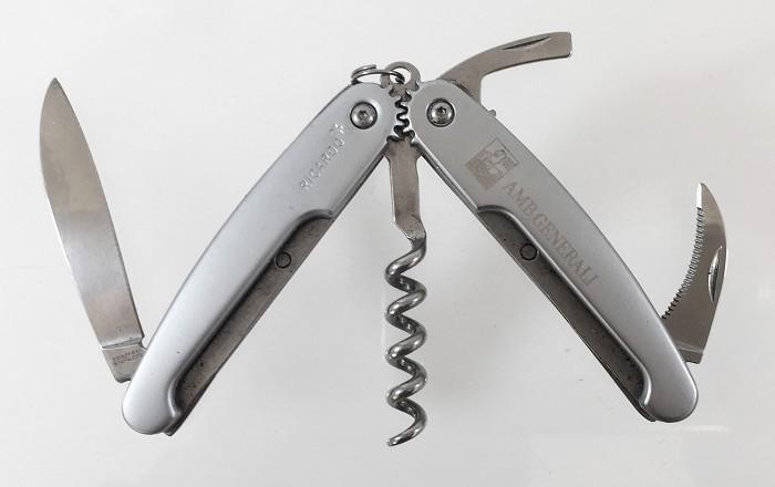 3 design corkscrews RICARDO, and a exclusive waiters friend