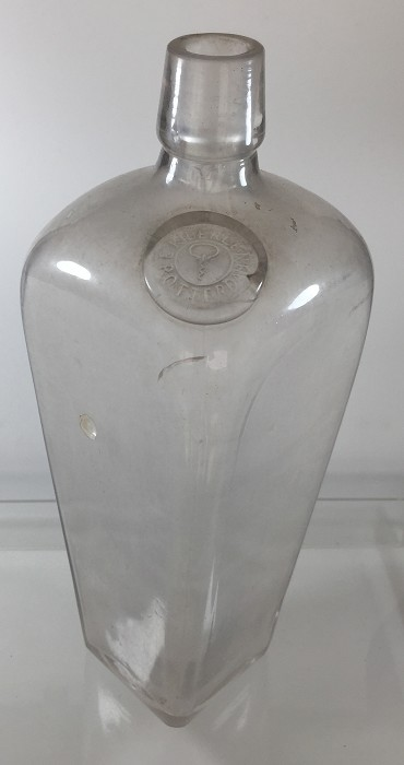 Very rare 19th c. Dutch bottle with logo of a folding bow