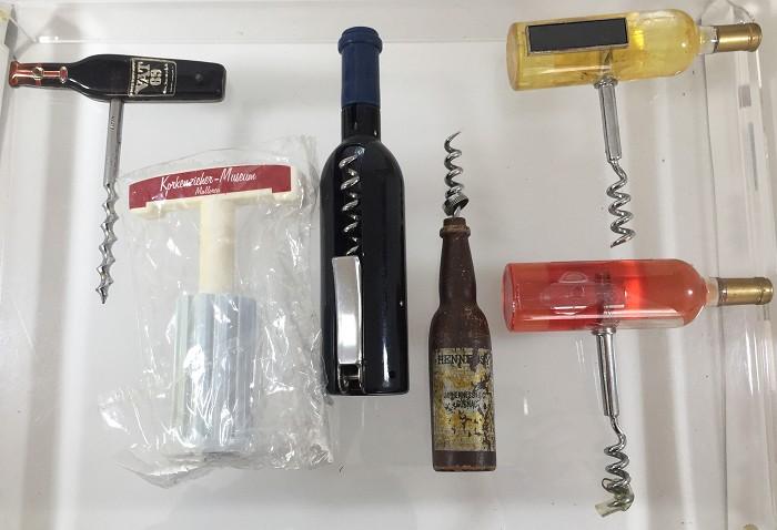 6 bottle- and barrel-shaped corkscrews